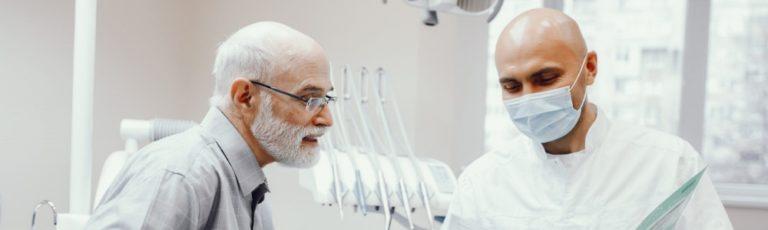 La importancia de la revisión dental en los mayores de 65 años